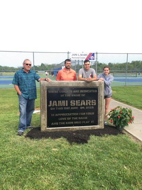 Photo of Steve Daughtery, Jess Sears, Zoe Sears, and Zane Sears with memorial